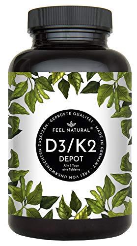 Vitamin D3 + K2 Tabletten. 180 Stück. Hochdosiert mit 5.000 IE Vitamin D3 und 200 µg Vitamin K2 pro 5-Tagesdosis. K2 MK-7 aus Natto >99% All Trans. Ohne Zusätze. Hergestellt in Deutschland&#8221;></div> <p> Hochdosierte Vitamin D3+ K2 Tabletten mit 5000 IE (125 µg) Vitamin D3 und 200 µg Vitamin K2 MK-7 pro 5-Tagesdosis. Unser Vitamin K2 ist über 99% all-trans MK7, gewonnen durch Fermentation aus Natto. 180 Tabletten (Vorrat für 2,5 Jahre)</p> <ul> <li>VITAMIN D3 + K2 HOCHDOSIERT: Hochdosierte Vitamin D3+ K2 Tabletten mit 5000 I.E. (125 µg) Vitamin D3 und 200 µg Vitamin K2 MK-7 pro 5-Tagesdosis. Vitamin K2 gewonnen durch Fermentation aus Natto, mit >99% All-Trans MK-7. 180 Tabletten.</li> <li>LABORGEPRÜFT UND OHNE UNERWÜNSCHTE ZUSÄTZE: von zertifizierten deutschen Laboren geprüft. Frei von unerwünschten Zusatzstoffen wie Trennmitteln, Magnesiumstearat, Aromen, Farb- oder Konservierungsstoffen.</li> <li>HERGESTELLT IN DEUTSCHLAND: Dieses Produkt wird in streng geprüften und zertifizierten Anlagen in Deutschland hergestellt.</li> <li>QUALITÄT + ZUFRIEDENHEITSGARANTIE: Unsere Produkte werden streng kontrolliert und von zertifizierten deutschen Laboren geprüft. Sie können dennoch innerhalb eines Jahres die Zufriedenheitsgarantie in Anspruch nehmen und Ihr Geld zurückerhalten.</li> </ul> <p> <a href=